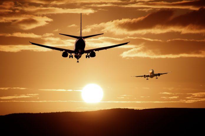Jak kupić tanie bilety lotnicze lub autokarowe?