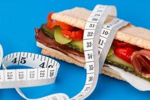 Jak się nie odchudzać – jeść po 18:00!