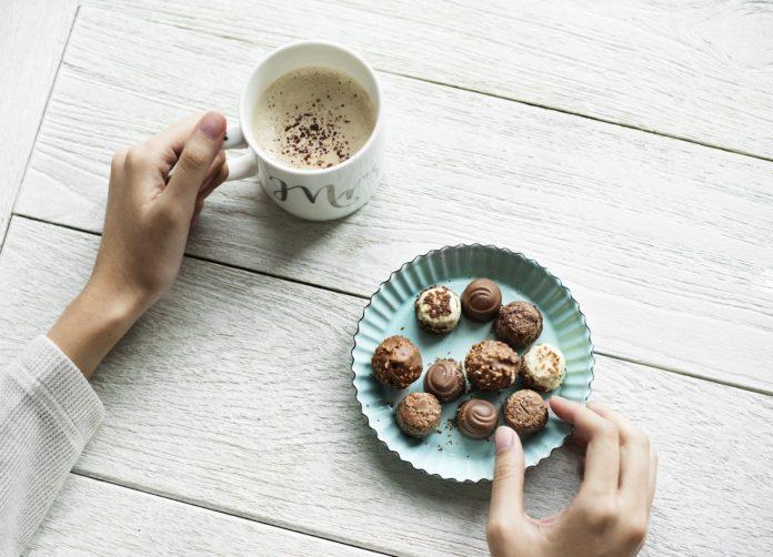 Emocjonalne jedzenie – czy to dobry sposób na stres?
